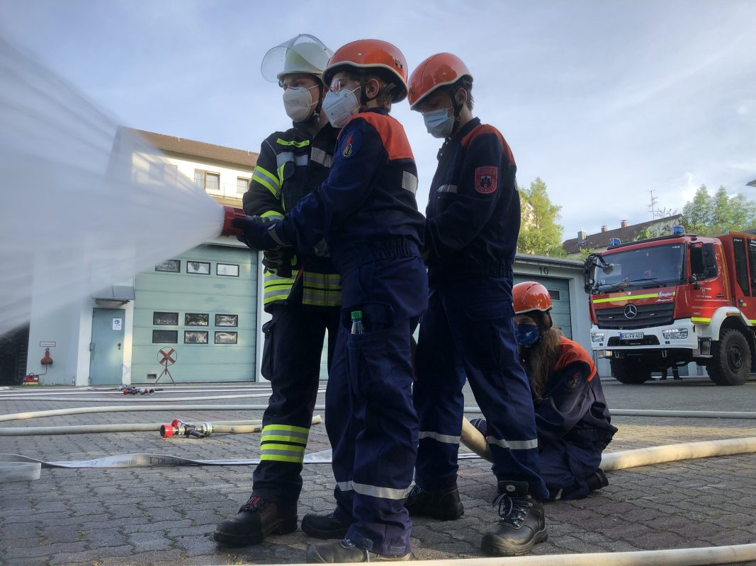 Read more about the article Jugendfeuerwehrübung – Hohlstrahlrohr